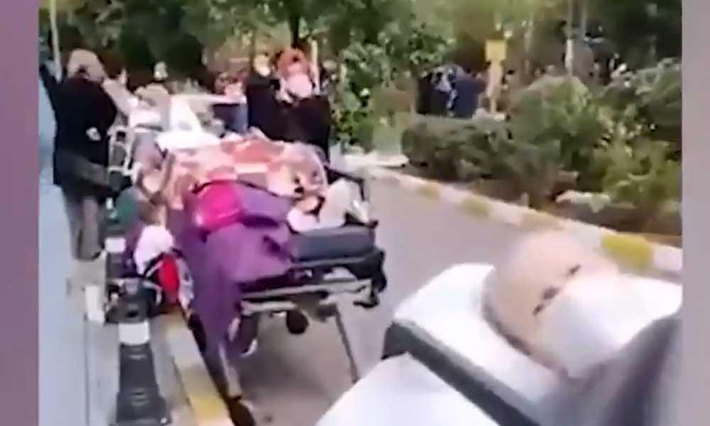 İzmir depreminde hasar gören hastanenin ana binası tahliye edildi