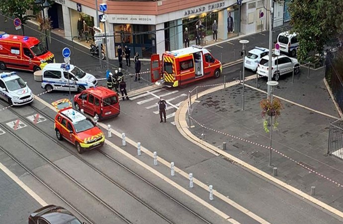 Fransa'da bıçaklı saldırı… Kadının kafasını kestiler: 3 ölü