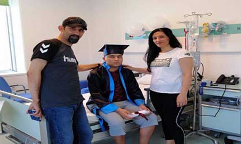 Hastane odasından üniversiteye! 18 yaşındaki genç lösemiyi atlatıp üniversiteyi kazandı