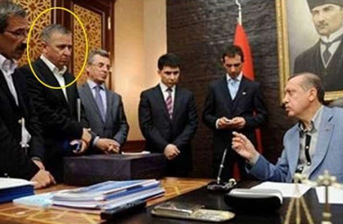 Erdoğan'ın eski metin yazarından sert sözler: Kimlik bunalımı