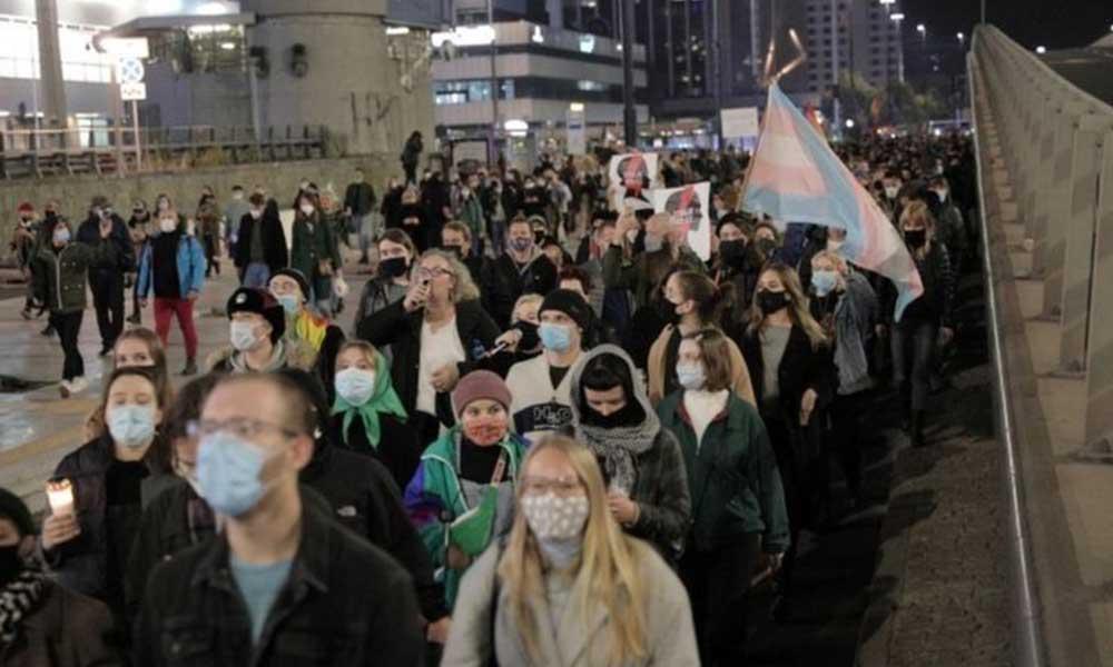 Polonya'da kadınlar kürtaj yasağına karşı meydanlara çıktı