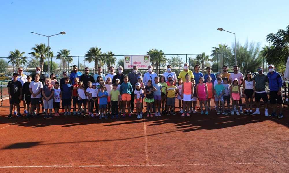 Başkan Atabay tenis şenliğine katıldı