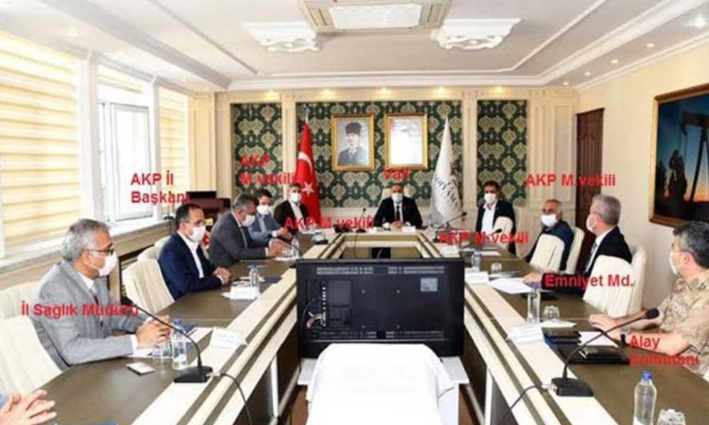 Koronavirüs toplantısına uzmanlar yerine AKP'liler katıldı