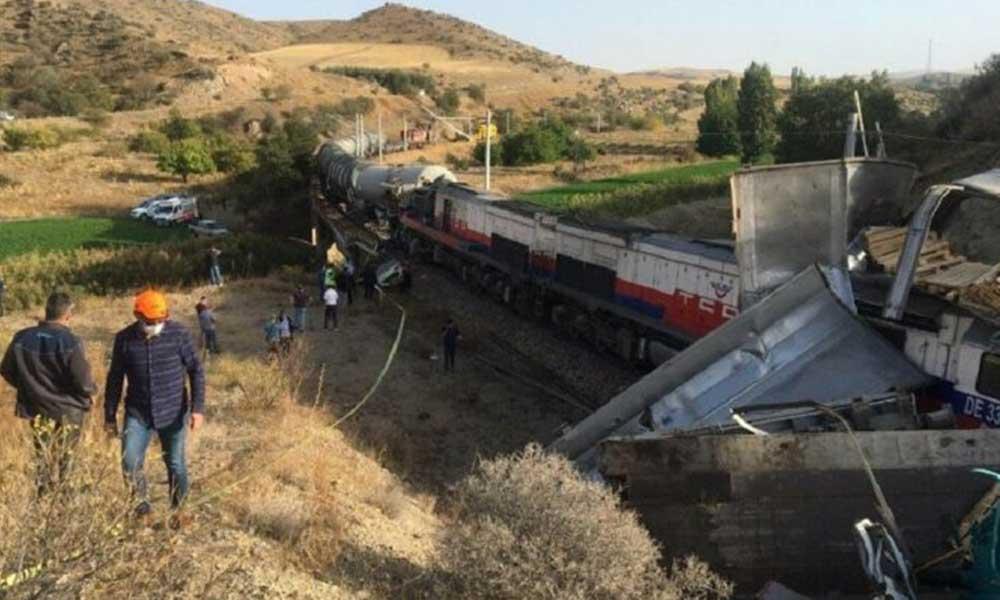Yozgat'ta iki yük treni çarpıştı! İki makinist yaralandı