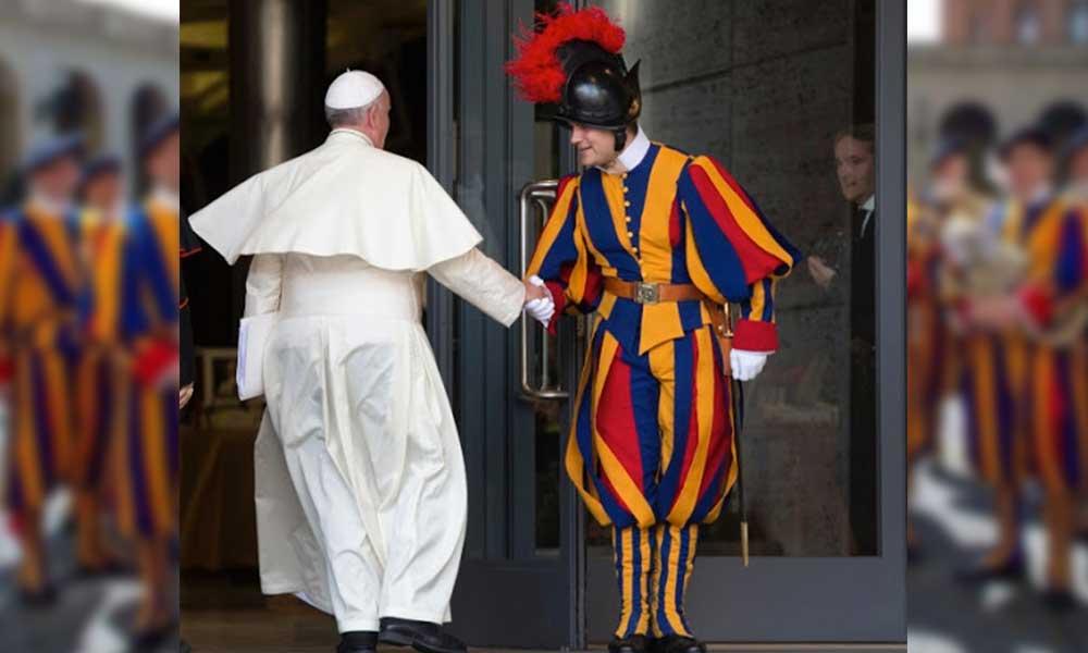 Vatikan'da koronavirüs alarmı