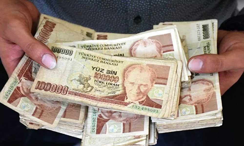 Babasının biriktirdiği eski paraları 500 bin liraya satıyor