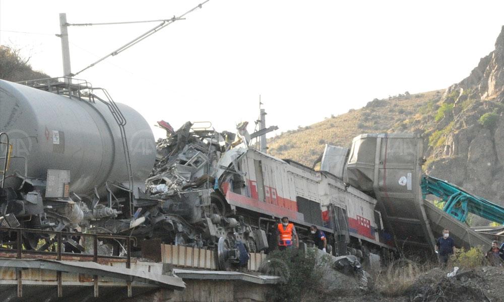 Yozgat'ta yük trenleri çarpıştı: 2 makinist yaralı