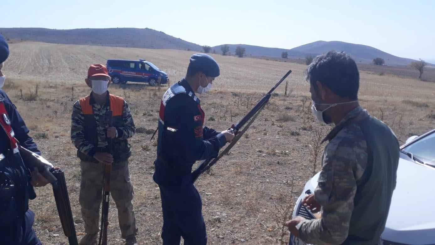 Eskişehir'de kaçak avcılık yapan 8 kişiye ceza