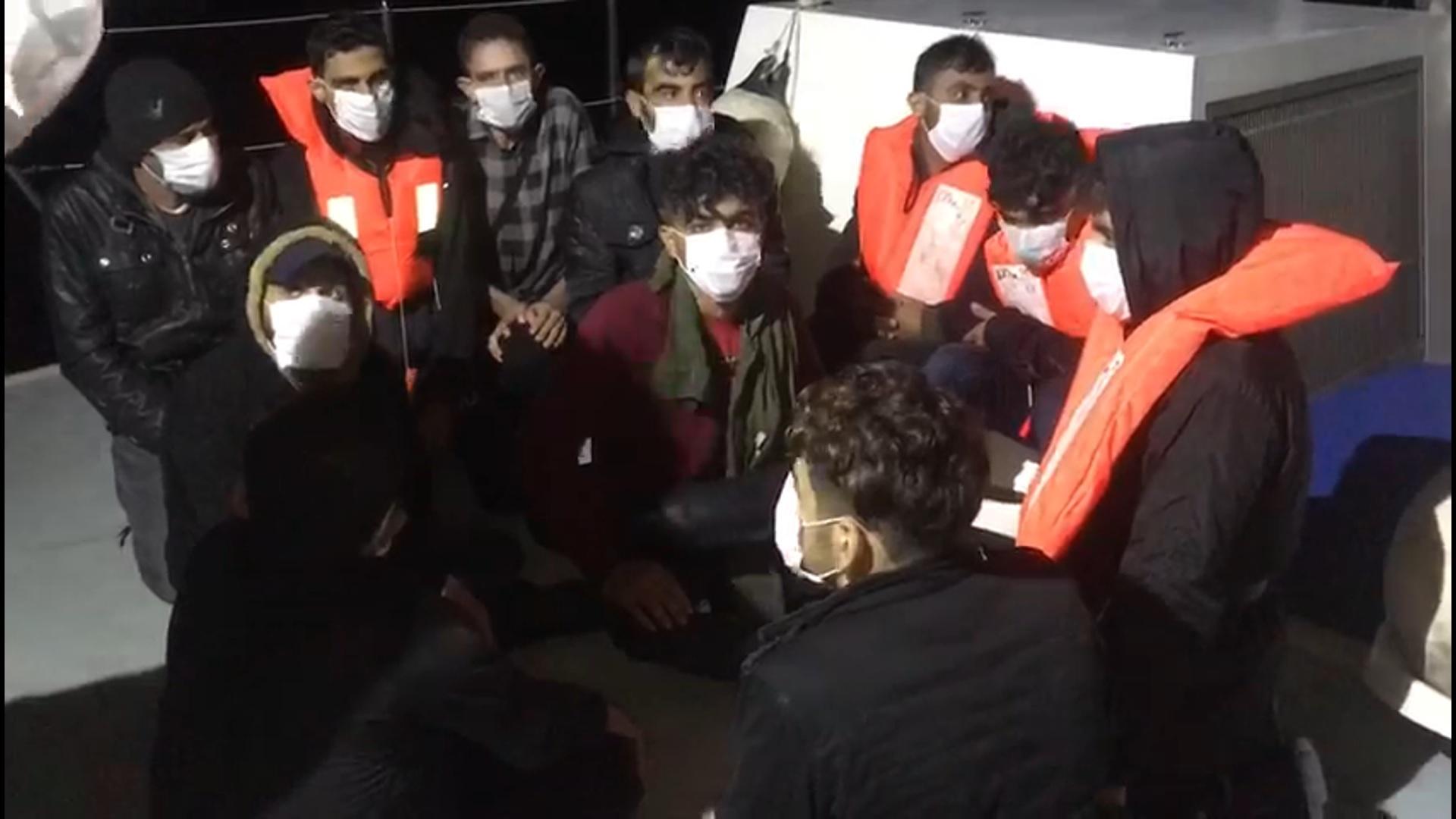 Batan teknedeki göçmenler son anda kurtarıldı