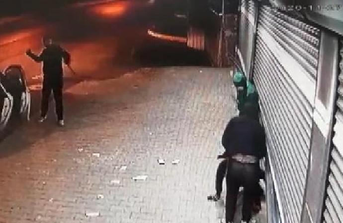 Soygunu engellemeye çalışan yurttaş hırsızlar tarafından taşlandı