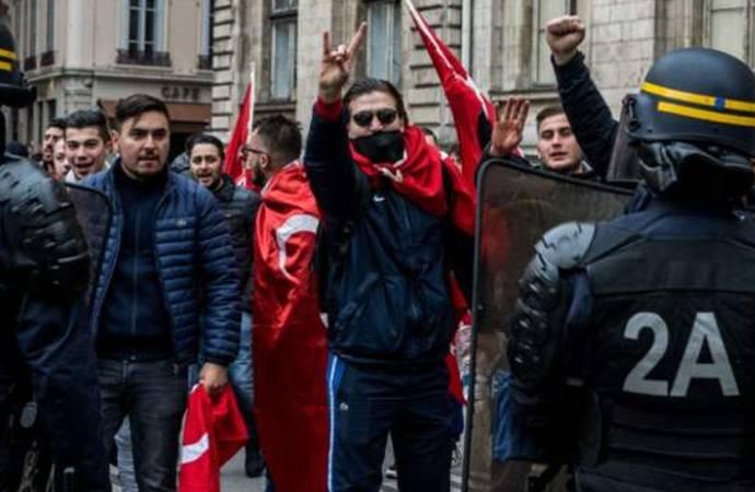 Fransa'dan ülkede faaliyet gösteren Ülkü Ocakları'nı kapatma kararı