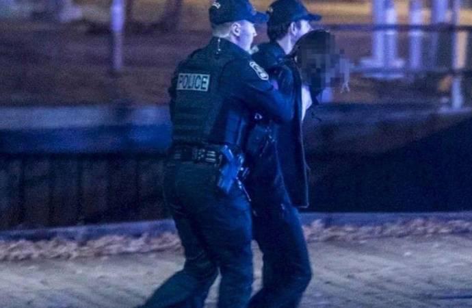 2 kişiyi öldüren Ortaçağ kostümlü saldırgan tutuklandı