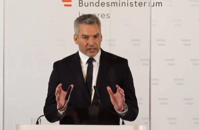 """Avusturya İçişleri Bakanı, """"Tek kişi"""" dedi; saldırganın nereli olduğunu açıkladı"""