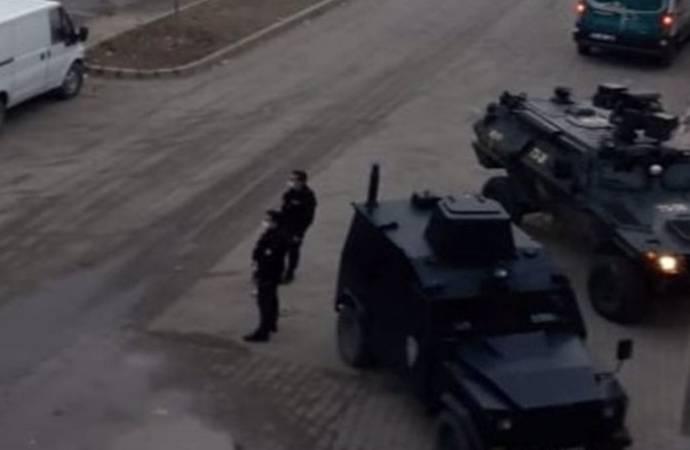 Cizre'de ev baskınları: Görevden alınan belediye başkanı Kutlu ve HDP yöneticisi gözaltına alındı