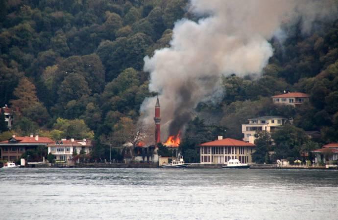 Tarihi Vaniköy Camii'ndeki yangının nedeni ortaya çıktı