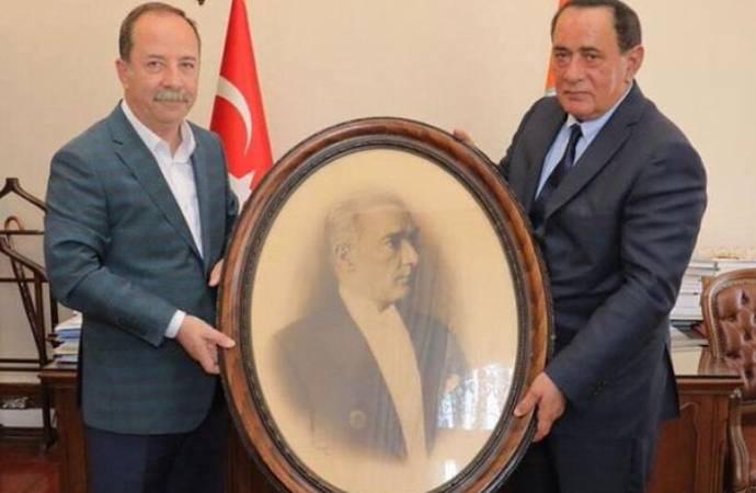 Ahmet Şık: Soldaki CHP'li Edirne Belediye Başkanı Recep Gürkan, diğerini biliyorsunuz