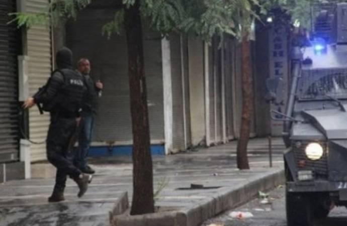 Diyarbakır'da aralarında çok sayıda avukatın da olduğu 101 kişi hakkında gözaltı kararı