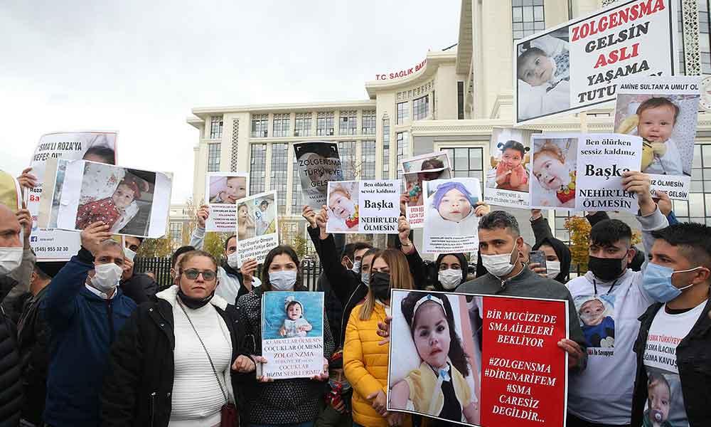 SMA hastalarının aileleri Sağlık Bakanlığı önünde: İlacımızı almaya geldik