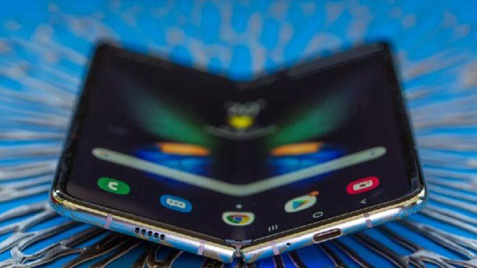 Samsung Galaxy Fold serisi için yeni bir tasarım üzerinde çalışıyor