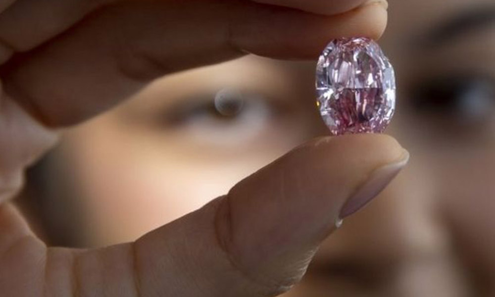 'En büyük pembe elmas' 26 milyon dolara satıldı