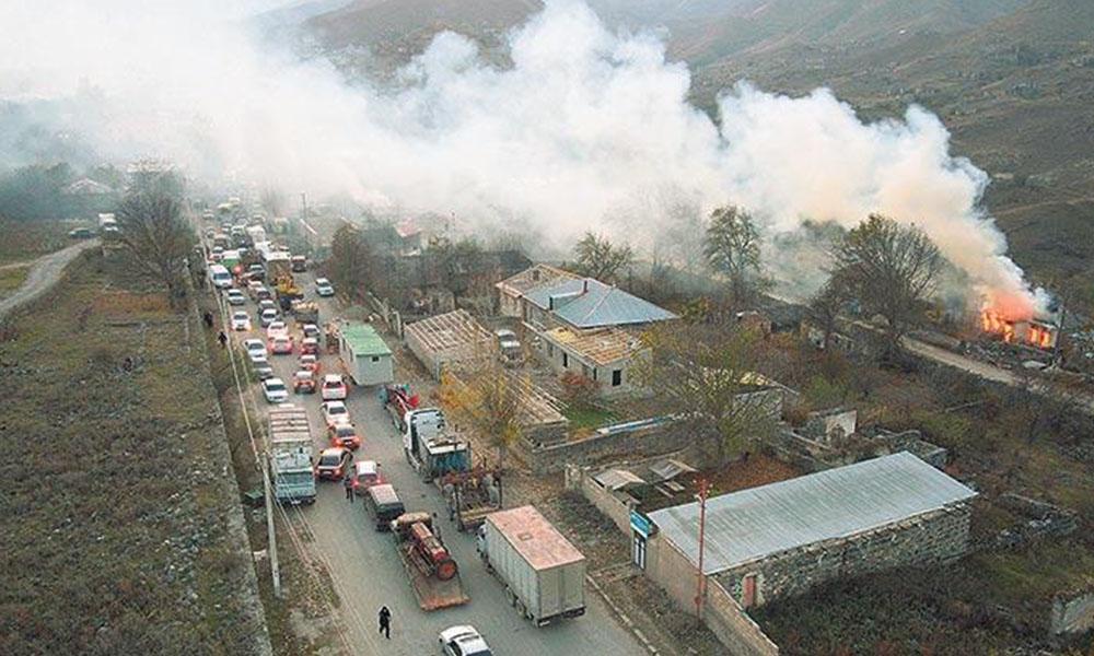 Dağlık Karabağ'dan dumanlar yükseliyor! Ermeniler, yakıp yıkmaya devam ediyor