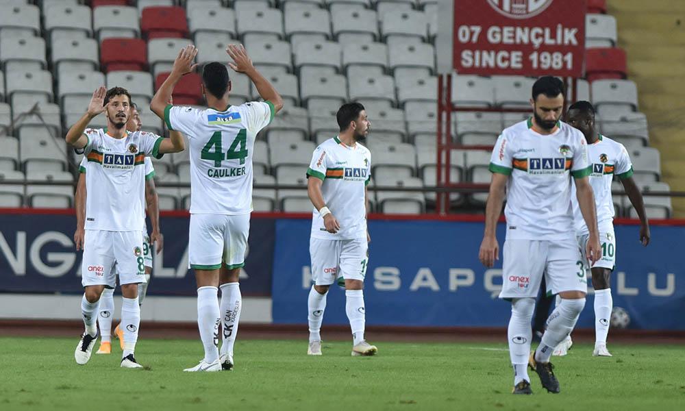 Alanyaspor, Fenerbahçe'den liderlik koltuğunu geri aldı