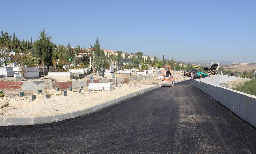 Mersin Büyükşehir'den Güneykent Mezarlığı'nda asfalt çalışması