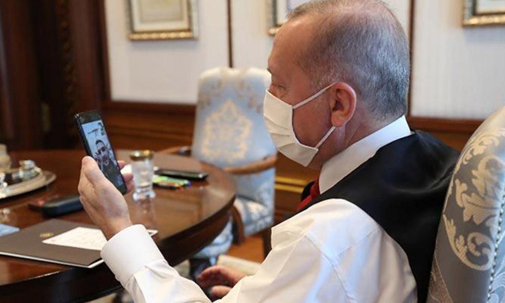Erdoğan, çalışma odasında maskeli görüntülendi