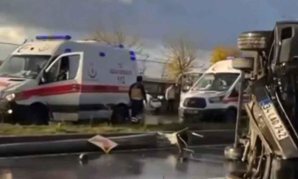 İstanbul'da servis devrildi: 14 işçi yaralandı