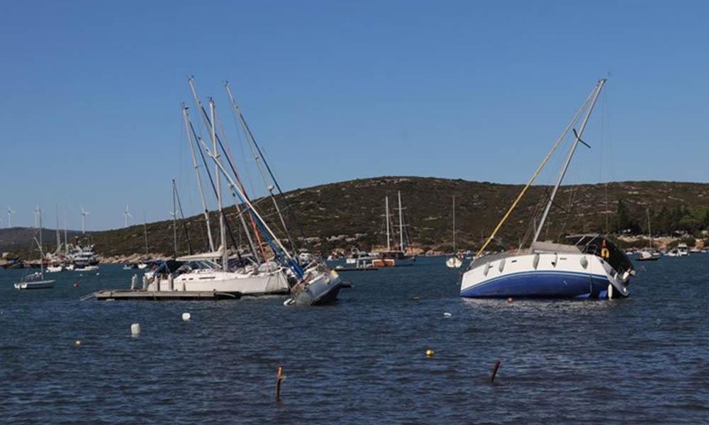 Depremin ardından batan ve karaya oturan tekneler kurtarıldı