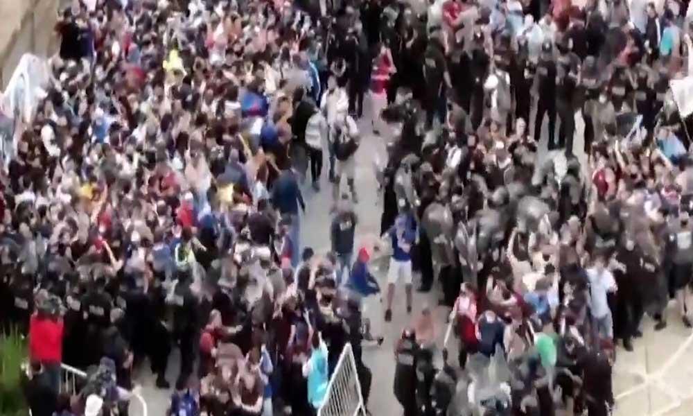Maradona'nın cenazesinde izdiham ve arbede