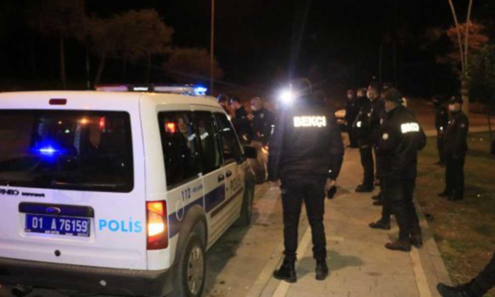 Adana'da maske takmayan 2 kişi, kimlik soran polislere taşla saldırdı