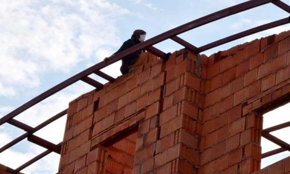 'Daire bakacağım' diyerek inşaata giren kadın, canına kıymaya çalıştı