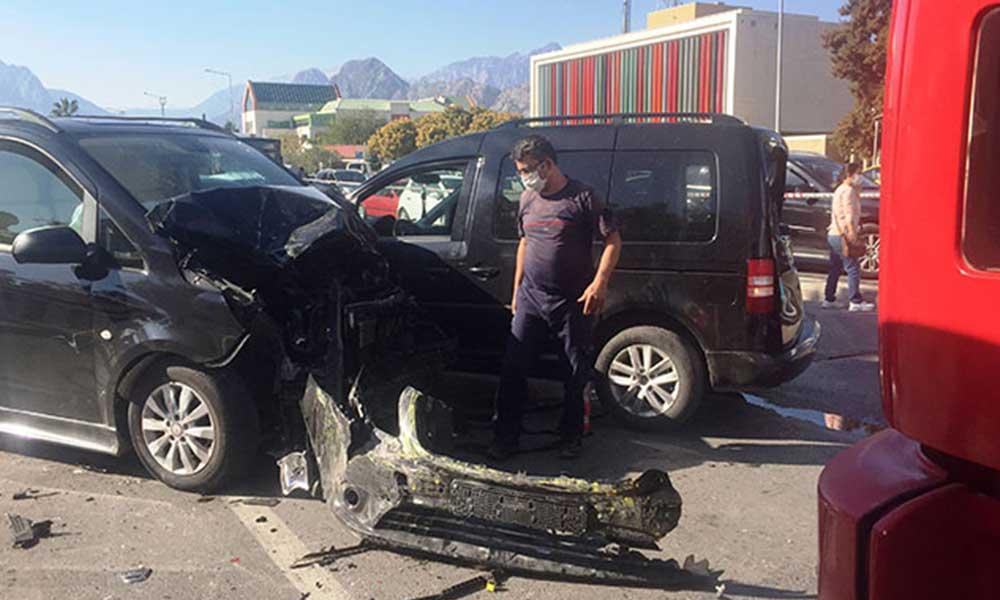 Ehliyetine süresiz el konulan sürücü, zincirlemeye kazaya sebep oldu: 6 kişi yaralandı