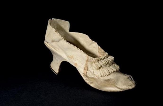 Fransız davriminde idam edilen kraliçenin ayakkabısı 43 bin euroya satıldı