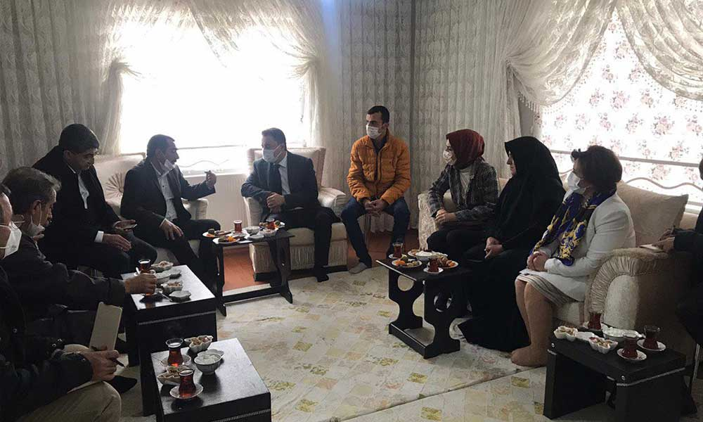 Ali Babacan'dan Turgut ailesine taziye ziyareti