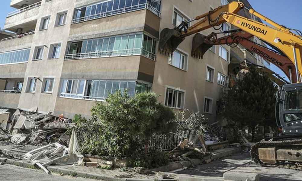 Yıkılan Barış Sitesi'nin sakinleri: 'Sağlam diye oradan ev aldık'
