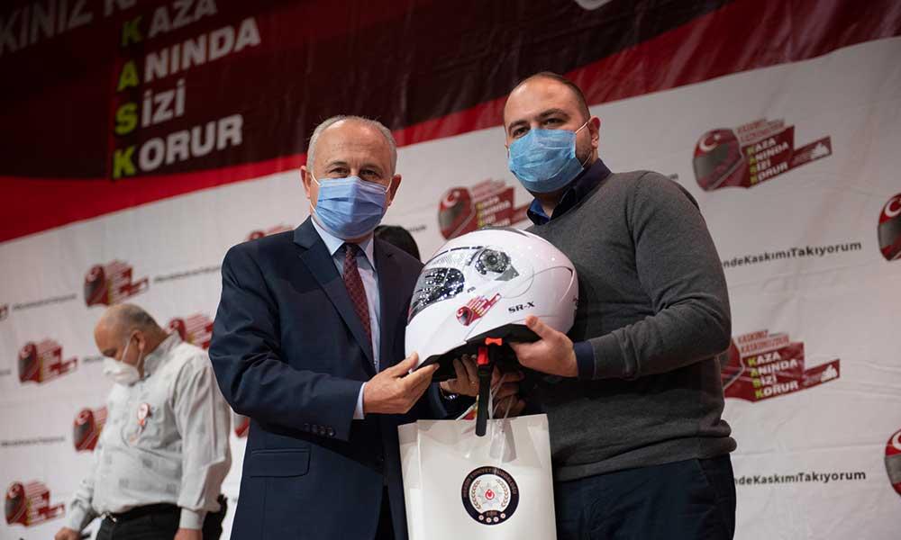 'Ben de kaskımı takıyorum' kampanyasının 3.etabında Başkan Seçer'e plaket
