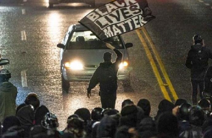 Beyaz Saray'da göstericilere polis müdahalesi