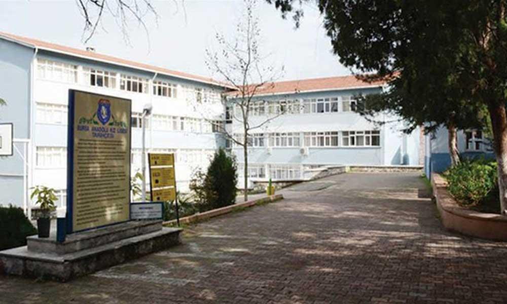 Flaş iddia: Okul müdiresi, İzmir Marşı söyleyen lise öğrencilerine 'vatan haini' dedi!