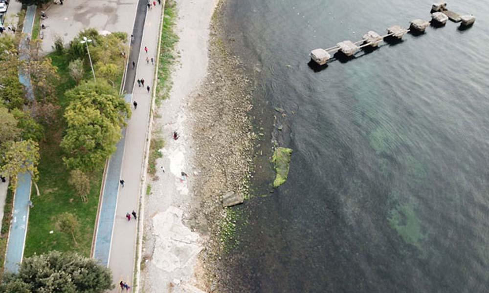 Kadıköy'de denizin çekilmesi 'deprem' korkusu yarattı