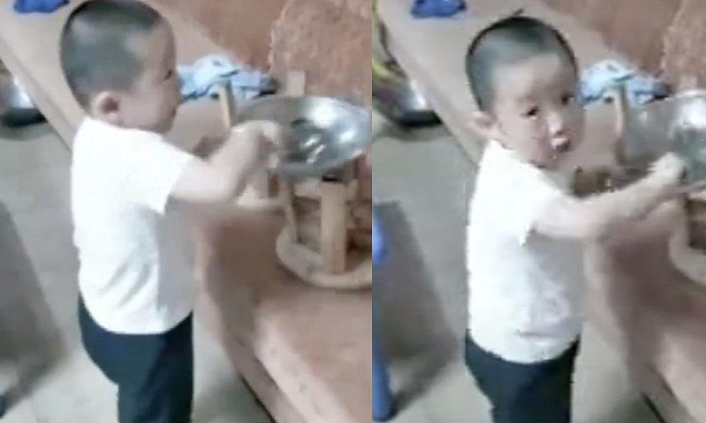 Çin'de küçük çocuğun aşçı taklidi sosyal medyada viral oldu