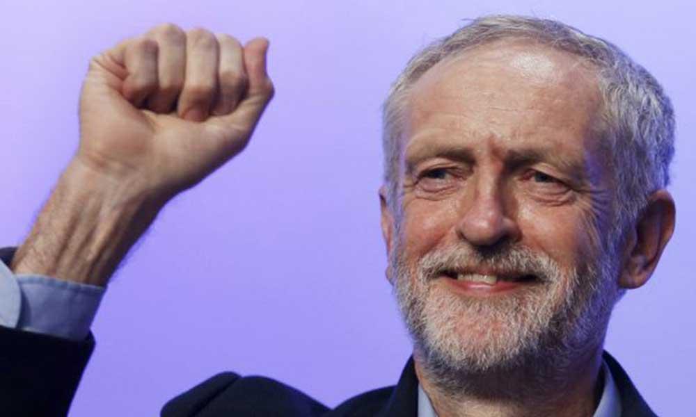 Corbyn'in askıya alınan İşçi Partisi üyeliği iade edildi