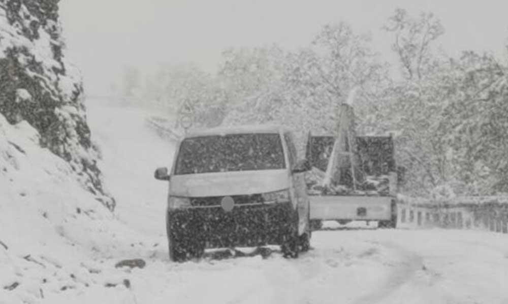 Mevsimin ilk karı 31 köy yolunu ulaşıma kapattı