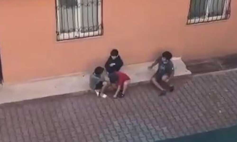 Sokakta oyun oynaması gereken çocuklar aralarında ekonomiyi tartıştı