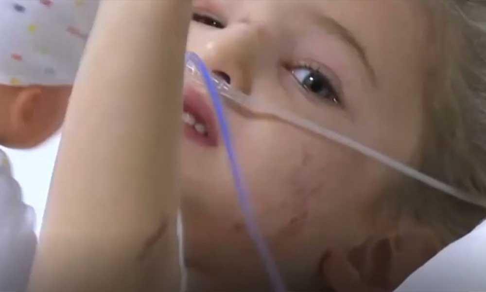Türkiye'yi sevinç gözyaşlarına boğan Elif Bebek'ten hastanede ilk görüntü. Herkese el salladı