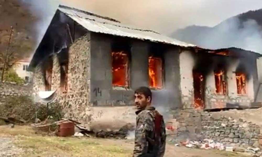 Ermenistan yerleşim yerlerini yakarak boşalttı