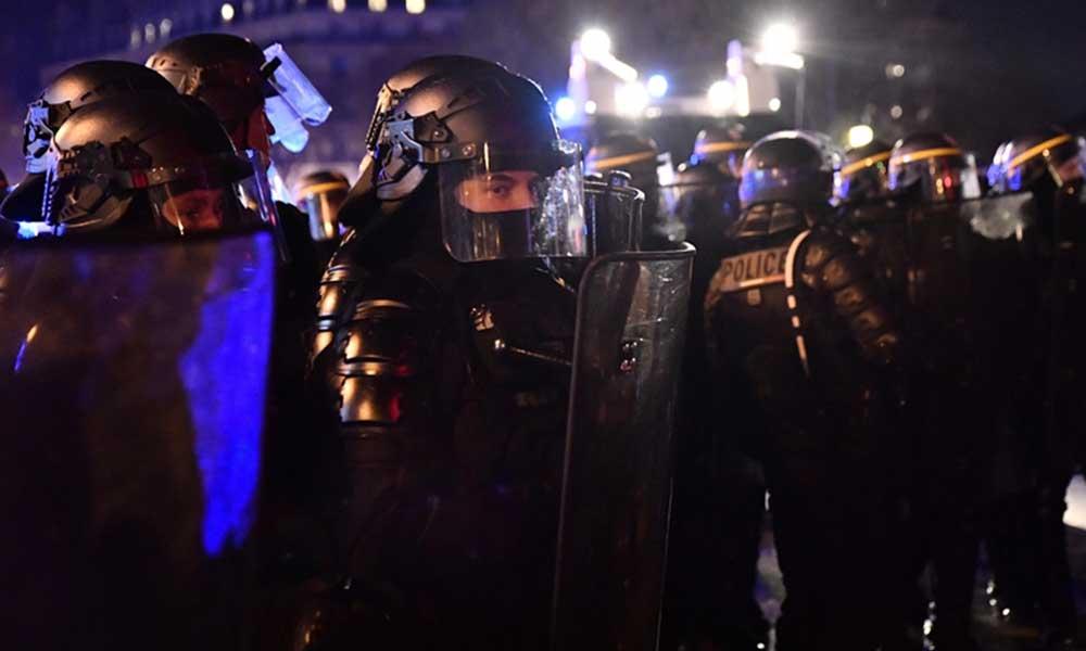 Irkçı şiddetin failiydiler! 4 polis gözaltına alındı