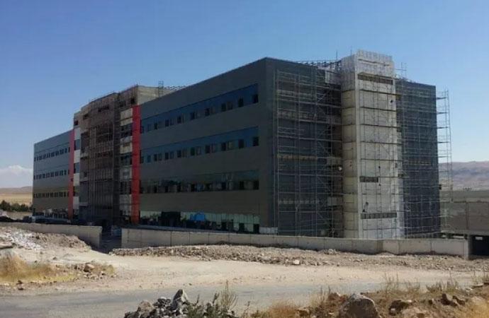 Para bitti devlet hastanesi inşaatı yarım kaldı