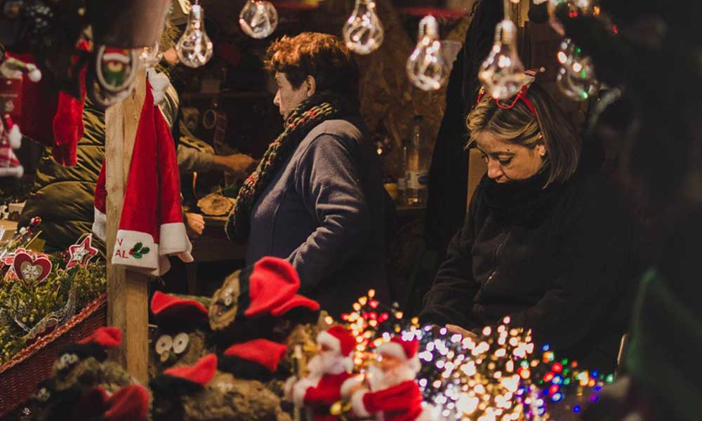 Koronavirüs gölgesinde Noel: Kutlamalar 6 kişi ile sınırlandırılabilir